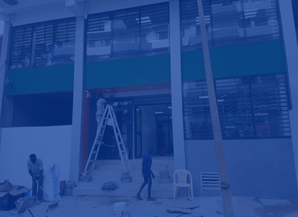 Travaux de pose des grilles et portes des agences Bank of Africa