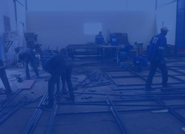 Travaux de préfabrication des portes et des fenêtres métalliques pour CCE